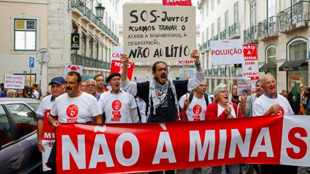 Centenas percorrem baixa de Lisboa contra exploração do lítio