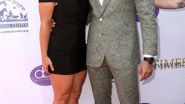 Britney Spears posa em evento com o namorado e vai-se logo embora