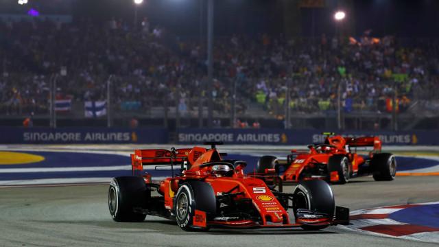 Vettel vence GP de Singapura e faz a festa mais de um ano depois