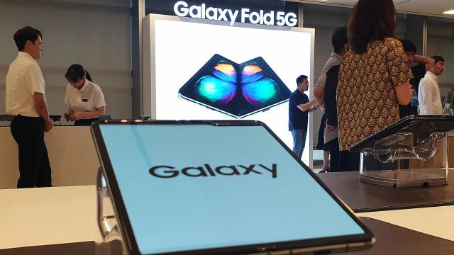 Quer um Galaxy Fold? A Samsung ensina-lhe a cuidar do smartphone dobrável