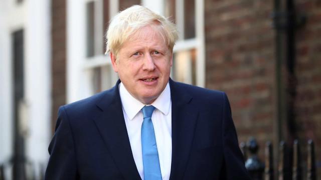 Boris Johnson responsabiliza Irão por ataque a petrolífera saudita