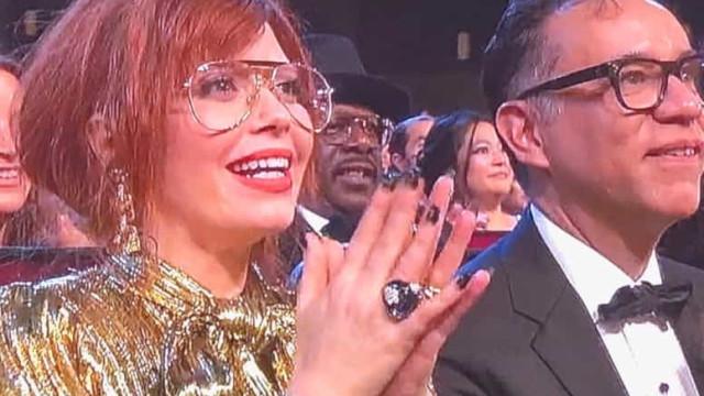 Emmy Awards: Estranha forma de bater palmas de Natasha Lyonne vira meme