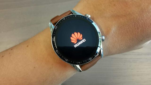 Tirámos da caixa o novo relógio inteligente da Huawei. Venha conhecê-lo