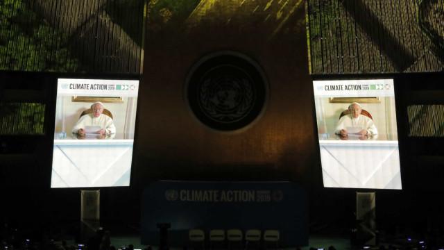 """Clima: Papa pede """"verdadeira vontade política"""" para cumprir compromissos"""