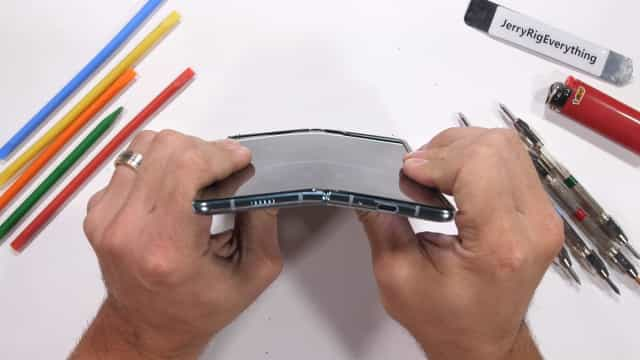 Teste ao Galaxy Fold confirma fragilidade do smartphone dobrável