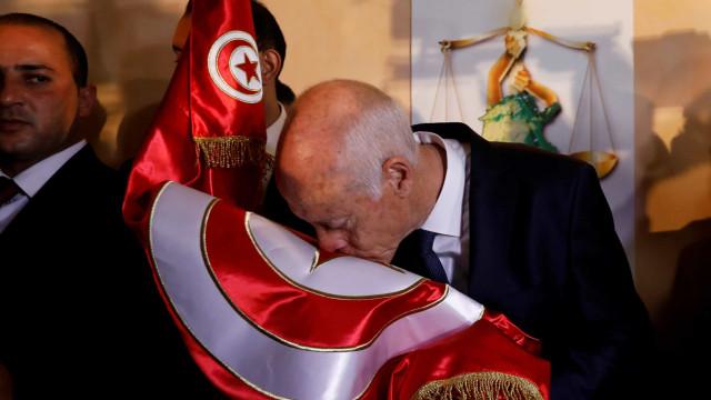 Candidato conservador vence segunda volta das presidenciais na Tunísia