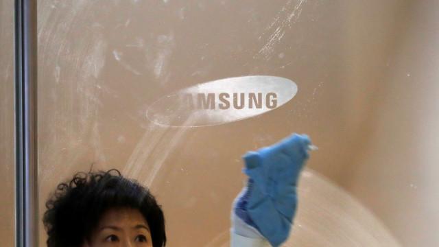 Galaxy S11. Patente aponta para câmara frontal com três sensores