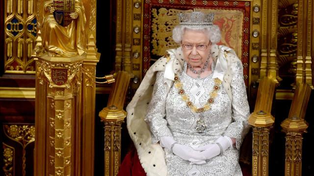 Brexit em destaque no programa do governo apresentado pela Rainha