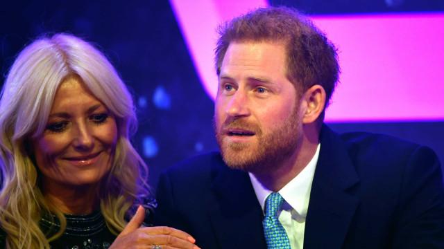 Harry emociona-se em palco ao falar do filho Archie