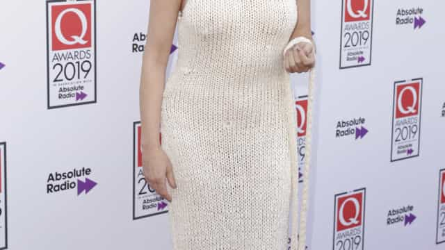 Rose McGowan deixa pouco à imaginação com vestido semitransparente