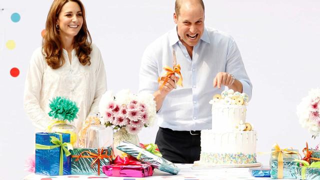 Kate Middleton e William fazem visita surpresa a crianças paquistanesas