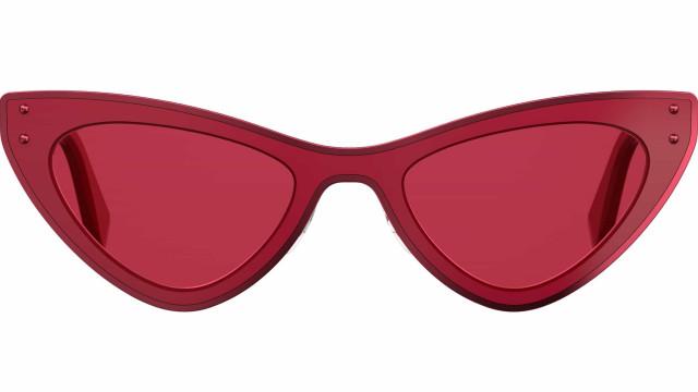 A nova coleção de óculos de sol da Moschino é pura atração e ousadia
