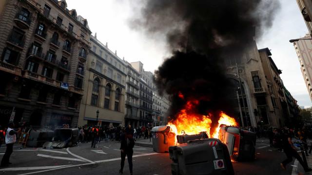 Confrontos em Barcelona em dia de 'greve geral'. Há detidos