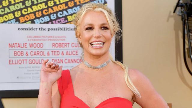 Longe dos palcos, Britney Spears cada vez mais empenhada na ginástica