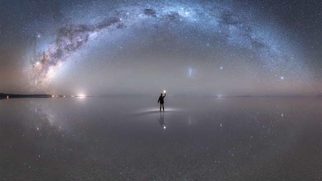 """Fotografia do dia da NASA captada no """"maior espelho do mundo"""""""