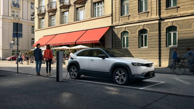 Conheça o MX-30, o primeiro elétrico da Mazda