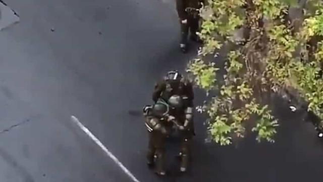 Vídeo mostra polícias chilenos aparentemente a consumir cocaína