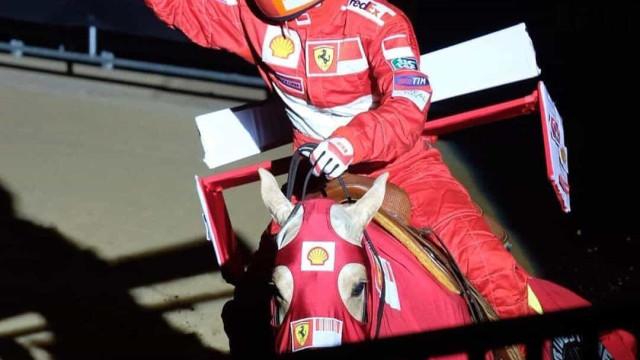 Filha de Schumacher homenageia o pai e transforma o cavalo num... Ferrari