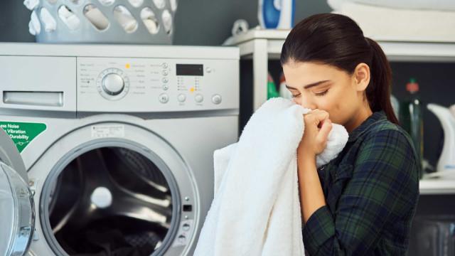 Eis quatro truques para secar a roupa mais rapidamente