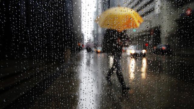 Proteção Civil emite aviso à população. Vem aí chuva, neve e vento