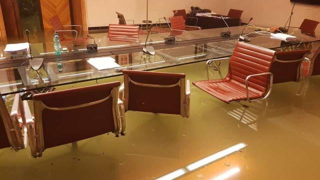 Veneza. Conselho regional que chumbou medidas pelo clima está alagado