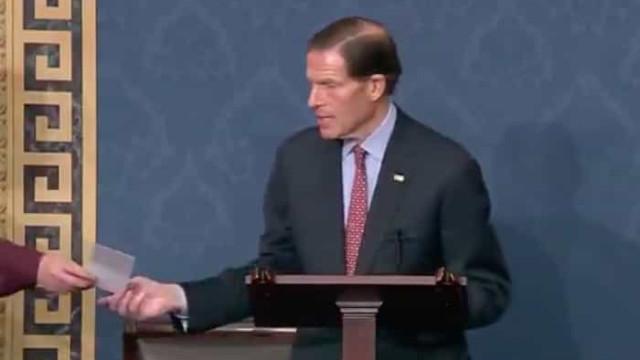 Senador falava de controlo de armas no momento em que soube de tiroteio