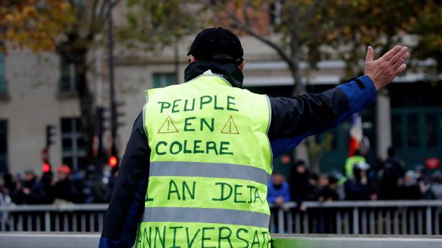 Aniversário dos Coletes Amarelos em França foi marcado pela violência