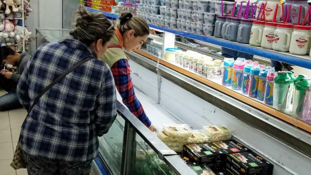 Capital da Bolívia vive grave escassez de alimentos e combustíveis