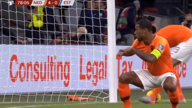 Wijnaldum foi o rei da noite holandesa e fez um hat-trick com este golo