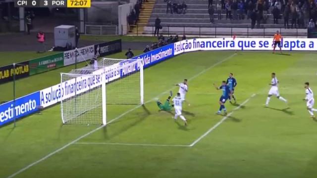 Soares até sentou o guarda-redes. Eis o 3.º golo do FC Porto ao Casa Pia