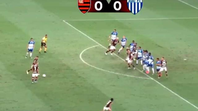 Livre (muito bem) estudado resulta em grande golo do Flamengo