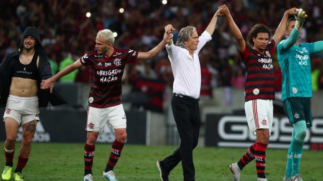 Jorge Jesus não perdoa e Flamengo despede-se do Maracanã com goleada