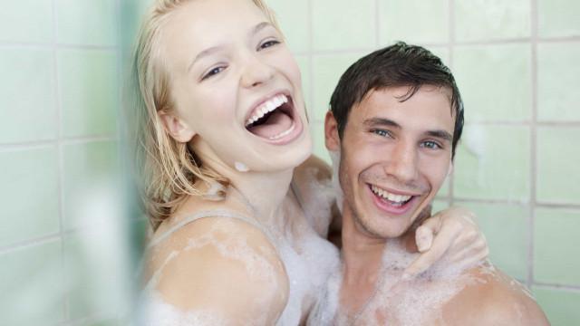 Por que precisamos de tomar banho e com que frequência devemos fazê-lo?