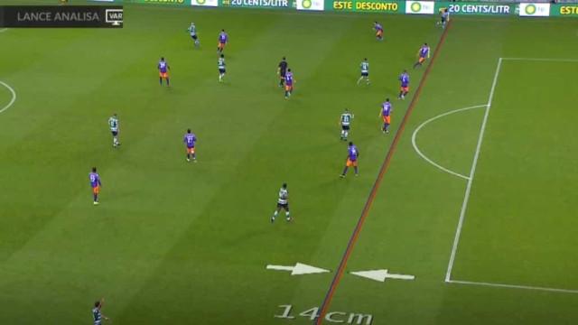 Bolasie marcou, mas VAR anulou golo ao Sporting por... 14 centímetros