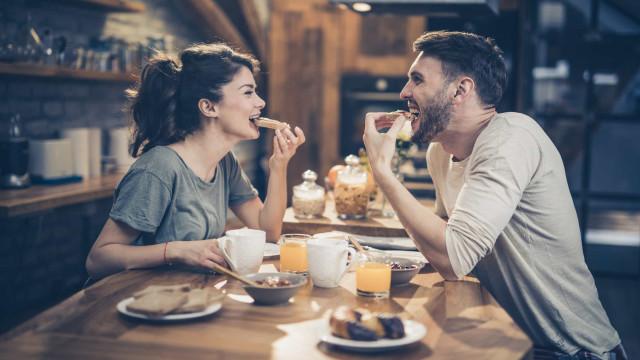 O horário ideal para tomar o pequeno-almoço, segundo nutricionista