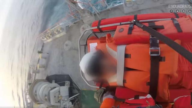 Força Aérea. Veja o resgate de tripulante de um navio ao largo do Montijo