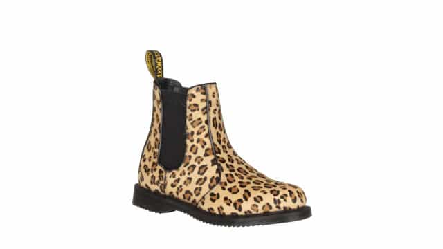 As botas icónicas Dr.Martens apostam na cultura punk e no animal print