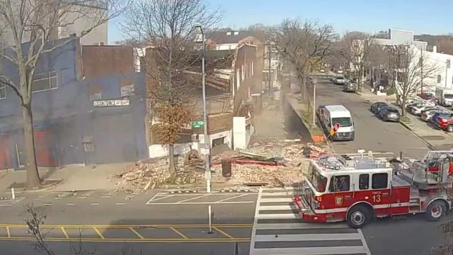 Edifício colapsou em Washington DC e falhou quem ia a passar por segundos
