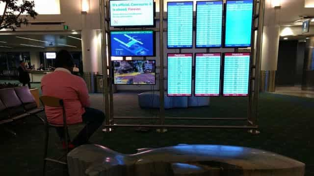 Aborrecido, homem usou monitores de aeroporto para jogar