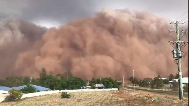 Gigantes tempestades de pó transformam o dia em noite na Austrália