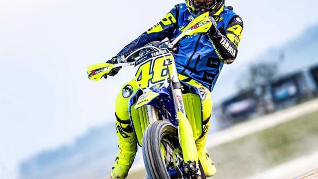 As imagens de Valentino Rossi num treino de motocross