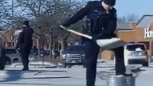 """""""Podia ter sido uma armadilha"""". Polícias limpam donuts de estrada"""