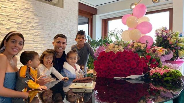 """CR7 mostra festejos do aniversário de Georgina Rodríguez. """"Grande mulher"""""""