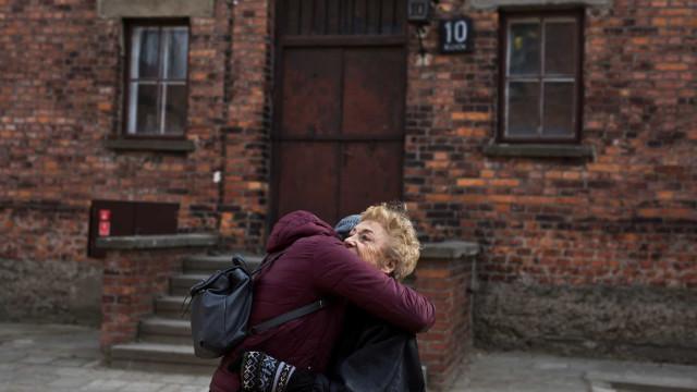"""Sobrevivente de Auschwitz regressa 75 anos depois. """"É tudo tão vívido"""""""