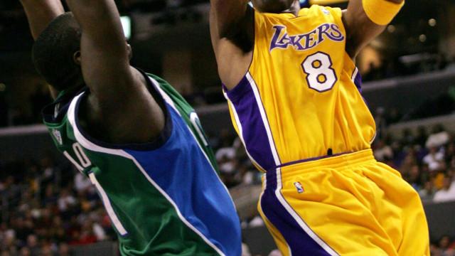 Quando Kobe Bryant marcou mais pontos sozinho... que a equipa adversária