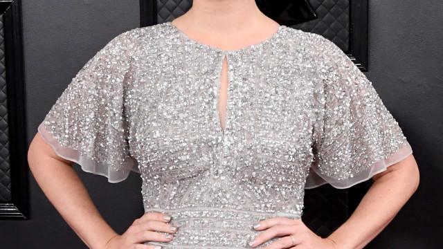 Lana Del Rey revela que comprou o vestido para os Grammys no shopping