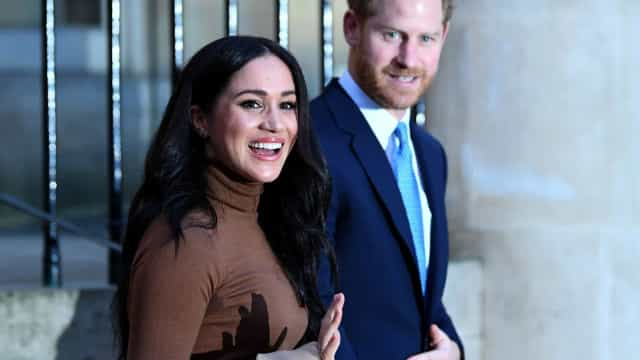 """Meghan Markle """"nunca esteve tão feliz"""" desde afastamento da família real"""