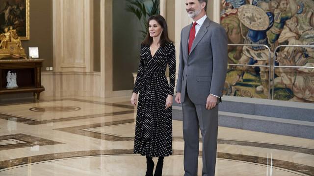 Rainha Letizia dá nas vistas com look discreto em evento oficial