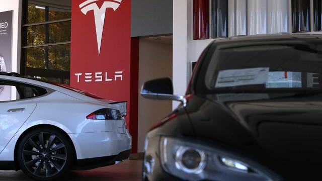 Tesla comprado em segunda mão voltou a ter Autopilot