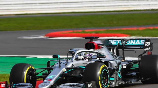 A 1.ª volta do campeão do mundo. Hamilton esteve na pista com o novo W11